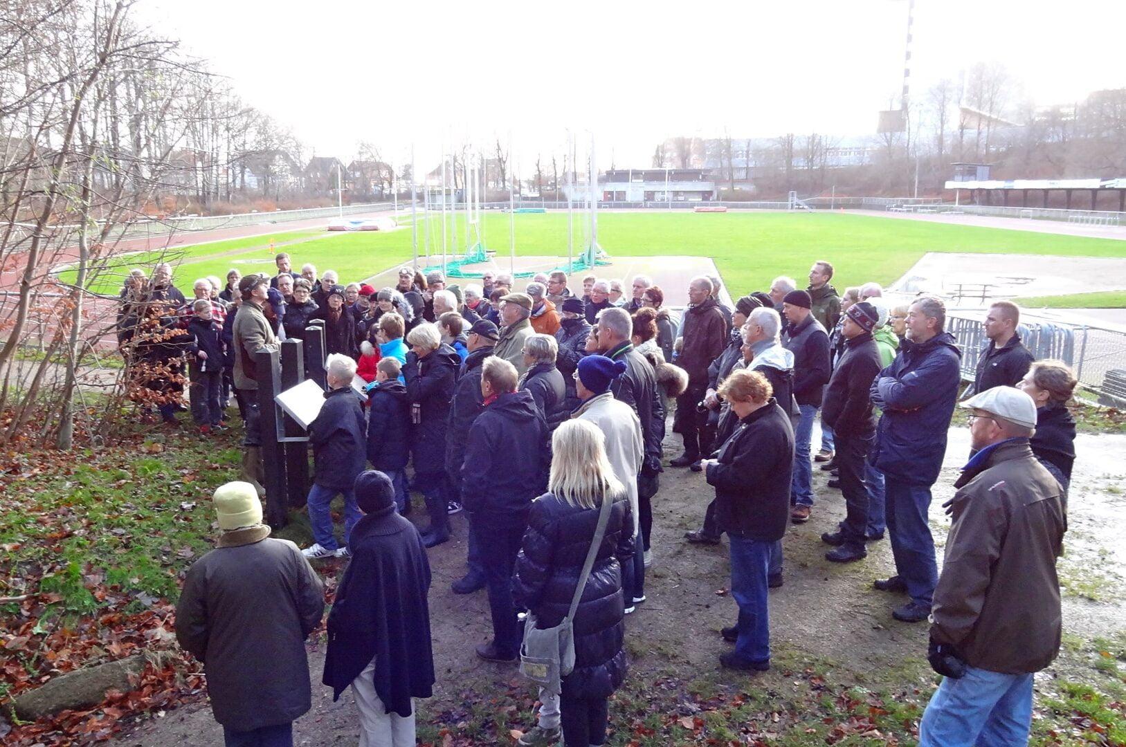 Forsamling klar til at se urbans kælder